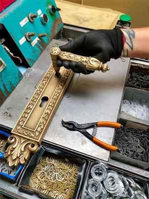 Khóa cửa Italy được làm bằng tay